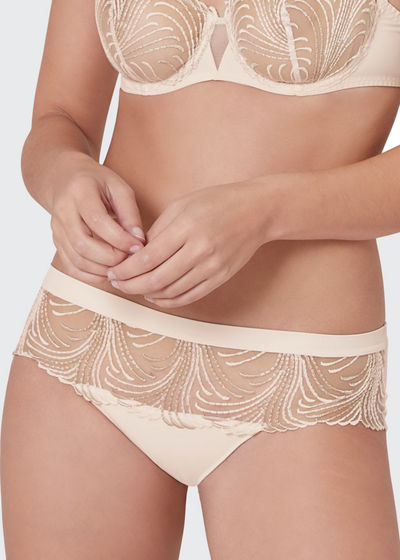 Nuance Embroidered Cheeky Seamless Boyshorts