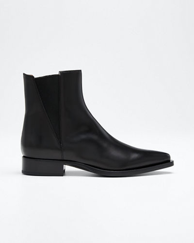 Pointed-Toe Leather Chelsea Boots